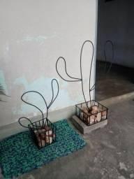 Cactus de aço decorativo