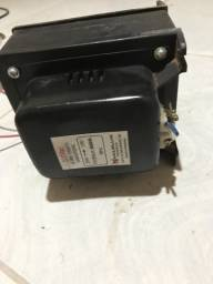 Transformador conversor de voltagem 110/220