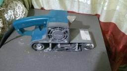 Vendo lixadeira de cinto Makita 220 VT