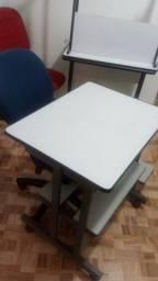 Mesa com cadeira secretaria.
