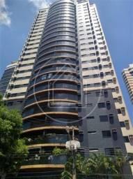 Alugo Apartamento no Ed Torre de Ávila - 03 Suites com armários
