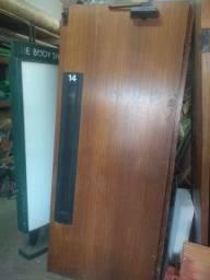 Vendo portas de elevador bem conservadas