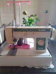 Vendo máquina de costura em bom estado de uso por 500 reais