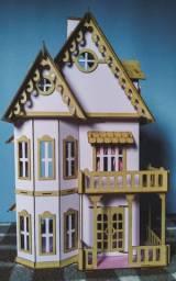 Casinha de boneca de madeira com 27 móveis