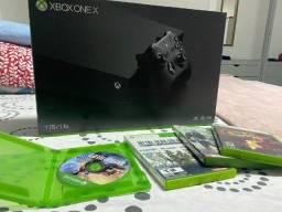 Xbox one x 1TB + 01 Controle + 04 Jogo