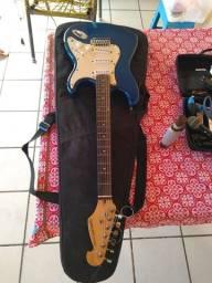 Guitarra Giannini Strato (possui detalhes)