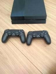 Playstation 4 com 2 controles e 4 jogos