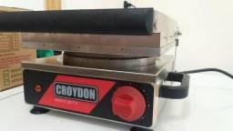 Maquina de fazer Casquinha, Cascão e Cestinha para sorvete Croydon Semi-Nova
