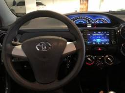 Toyota Etios Preto - 2014