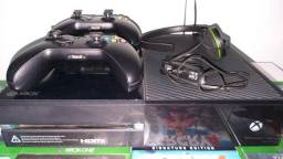 Vídeo Game X Box One Microsoft + 2 Controles+Kinect+Fone/Microfone 500Gb