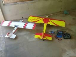 Dois aeromodelos