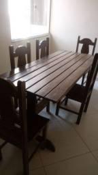 Mesa sucupira com 5 cadeiras .