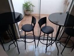 Mesa e banquetas altas