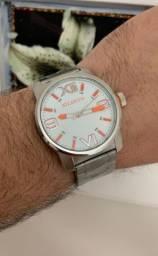 Lindo relógio Atlantis com detalhes laranja com desconto pra hoje.