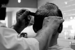 Procuro barbeiro para meio período