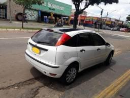 Focus da ford cor branca