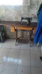 Máquina com mesa