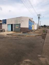 Casa 2quartos + área comercial .