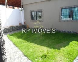 Bairro Santos Dumont / Casa linear com quintal amplo