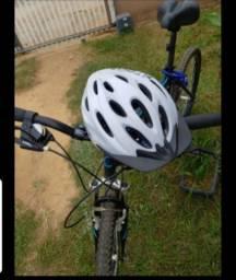 Vendo Bocicleta Caloi 19 acompanha capacete e cadeado.