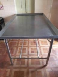 Vendo uma mesa inox