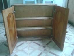 Armário de banheiro em madeira maciça com fundo em compensado