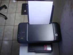 Impressora modelo Hp Deskjet 2000 funcionando