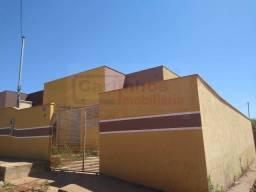 Casa á venda com documentação inclusa com 2 dormitórios / Mateus Leme