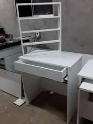 Mesa para computador e para manicure