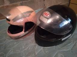 Dois Capaçete usados por 40 reais