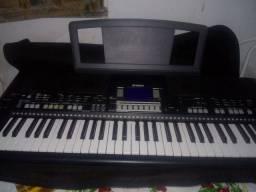 Teclado Yamaha 550