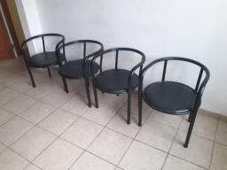 Conjunto de 04 cadeiras