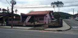 Residência de esquina, suíte com hidro mais 2 dormitórios muito bem localizada no Saguaçu
