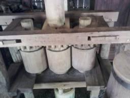 Antigo Engenho / moenda de madeira tocado a tração animal