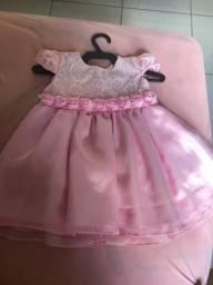 Vendo dois vestido infantil