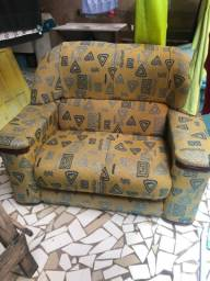 Vendo sofá de dois lugares valor 180,00