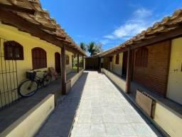 Duas casas lineares no bairro Balneário das Conchas.