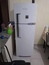 Vende-se geladeira duas portas frost free 362 litros