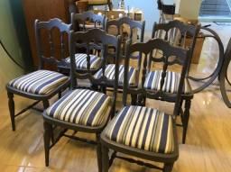 6 Cadeiras de madeira recém pintadas e forradas
