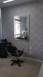 Cadeira e carrinho de cabeleireiro