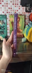 Livros O jardim secreto, Frankenstein e Robin hood