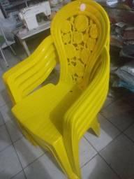 4 cadeiras de plástico em Ótimas condições.