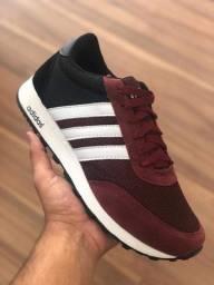 Tênis Adidas vermelho escuro Novo