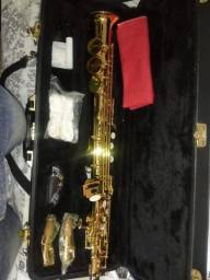 Vende-se saxofone
