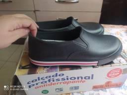 Sapato novo nunca usado / para trabalhar limpeza ideal