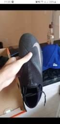 Chuteira Nike Phantom 41,5