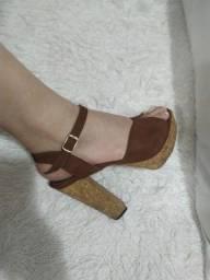 Sandália marrom,salto alto dr cortiça linda!