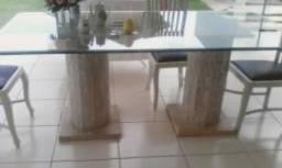 Mesa de vidro com mármore