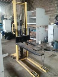 Empilhadeira hidraulica manual