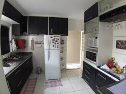 Casa em Condomínio com suite e área de lazer privativa